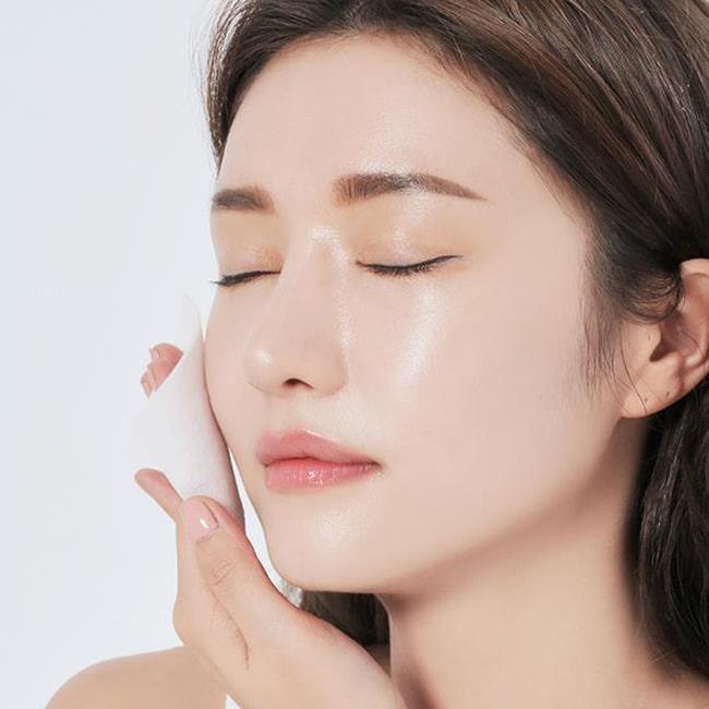 cách hạn chế dầu trên da mặt