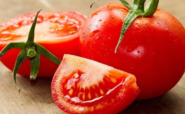 làm trắng da bằng cà chua