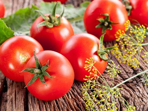 cà chua - cách làm trắng da khi bị ăn nắng
