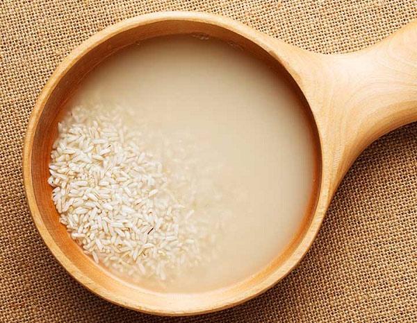 Làm trắng da mặt cấp tốc từ nước vo gạo