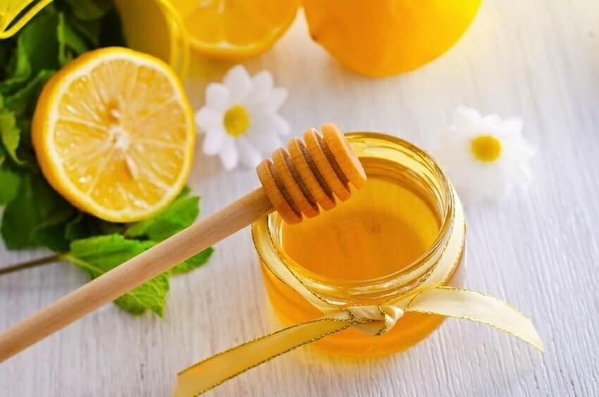 Cách làm trắng da tay và cổ từ mật ong và chanh