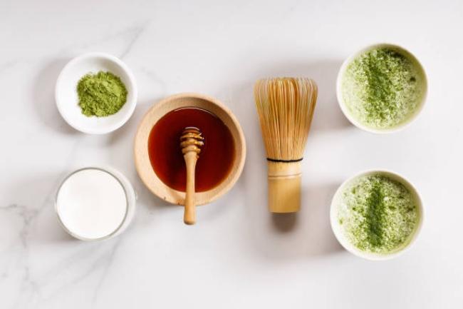 Cách làm trắng da toàn thân tại nhà với bột trà xanh