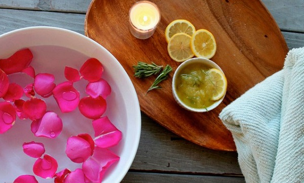 Chanh và nước hoa hồng
