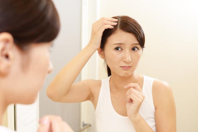 rụng tóc nhiều có nguy hiểm không