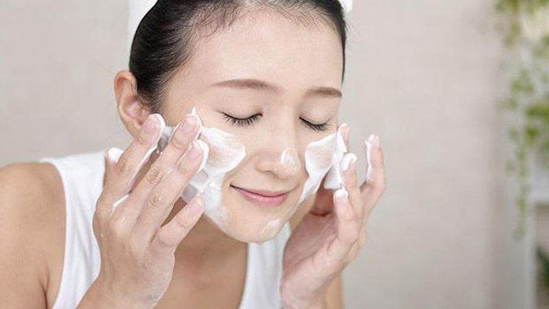 Cách rửa mặt đúng cách - Massage