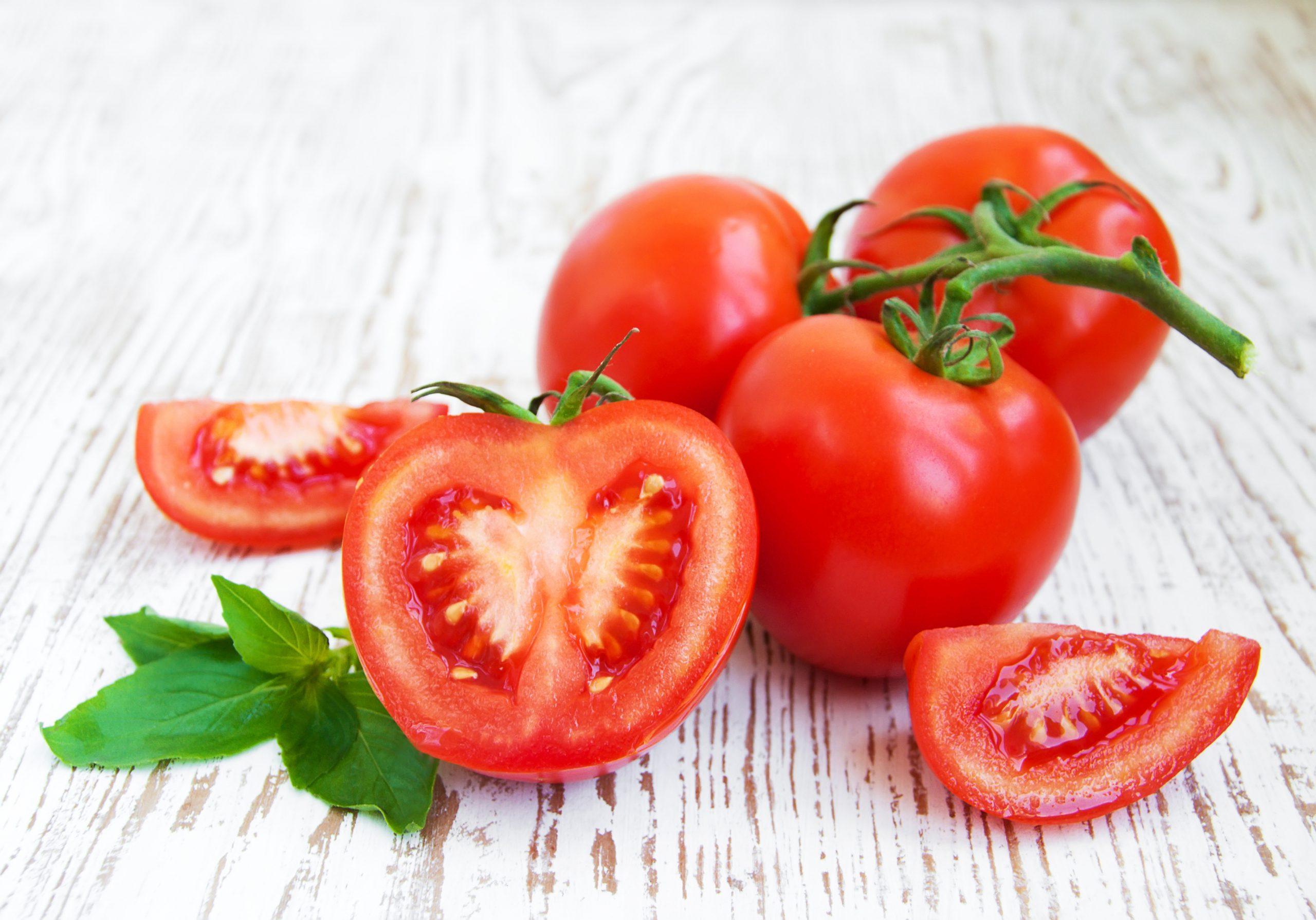 cách trị mụn cám ở mũi bằng cà chua