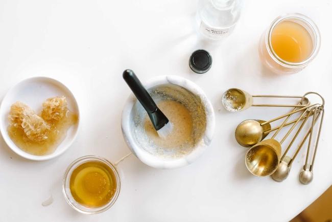 mặt nạ yến mạch mật ong trị mụn hiệu quả