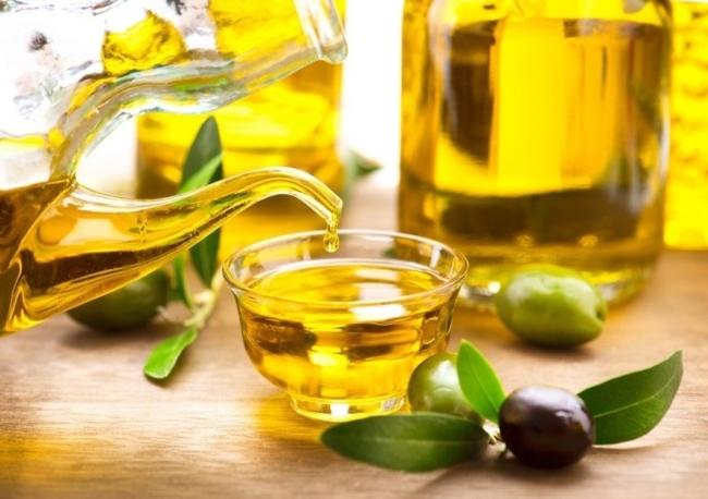 Cách trị rạn da bằng dầu oliu