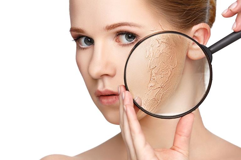 dược mỹ phẩm trị mụn cho da khô