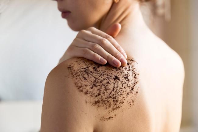 Tẩy tế bào chết hàng tuần giúp làn da mịn màng hơn