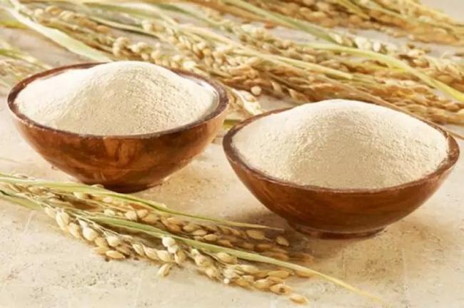 Làm trắng da bằng cám gạo và sữa tươi