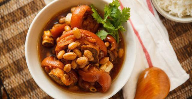 Móng giò hầm đậu đỏ