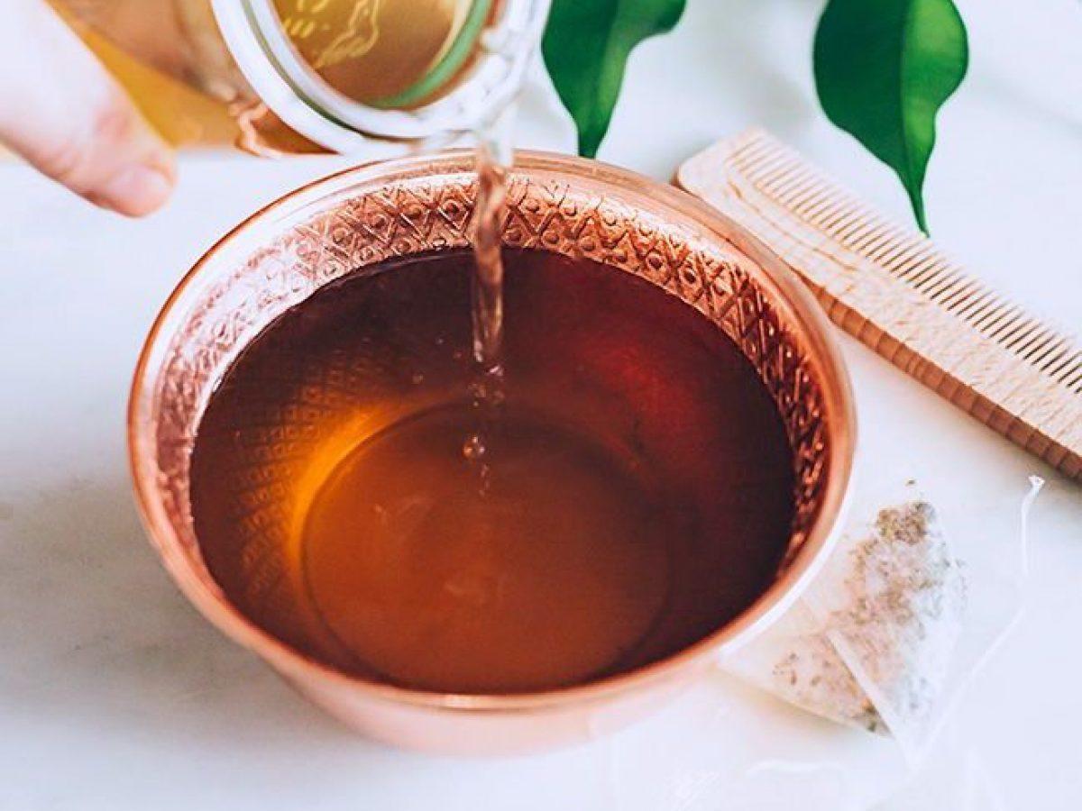 nước trà giúp tóc chắc khỏe