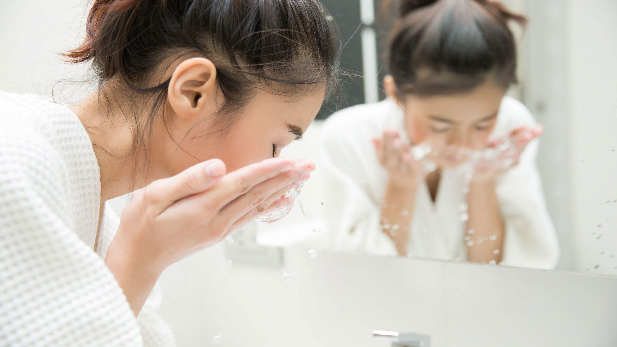 Rửa mặt là bước vô cùng quan trọng