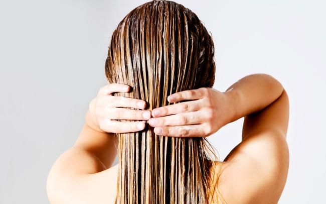 Hạn chế gội đầu tóc khô xơ